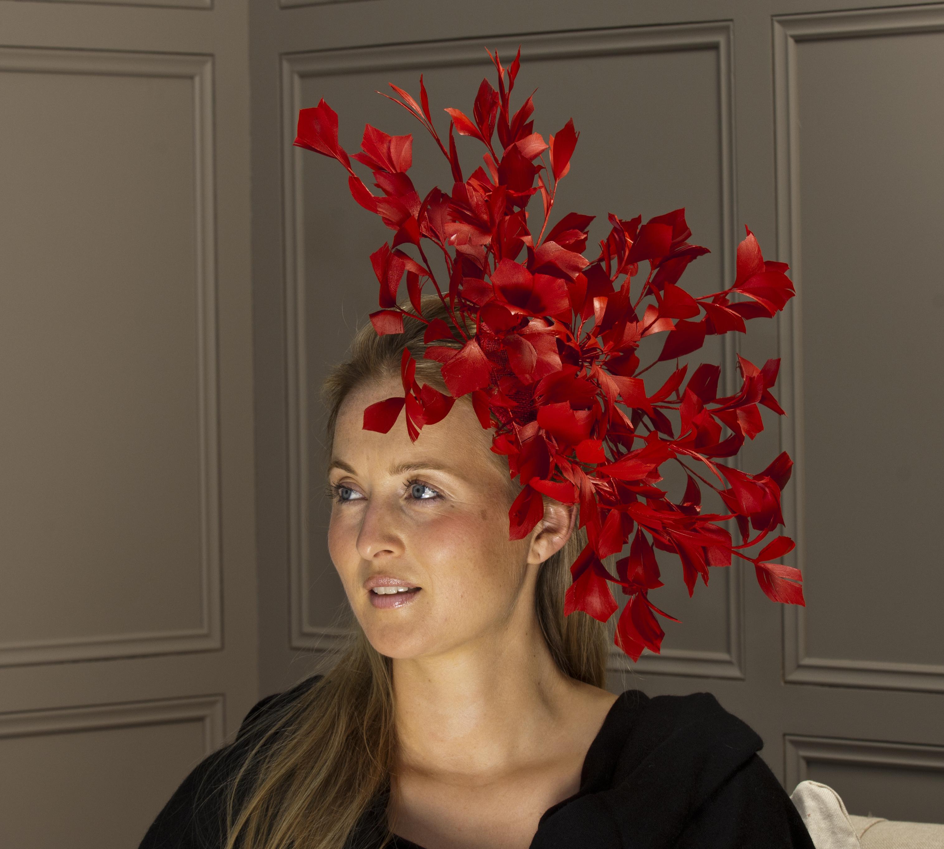 Hampshire fascinator by Hostie hats