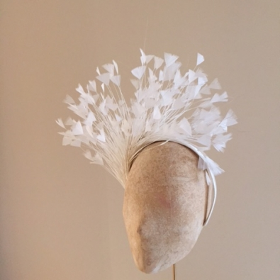 Suzie Feather fascinator by Hostie hats