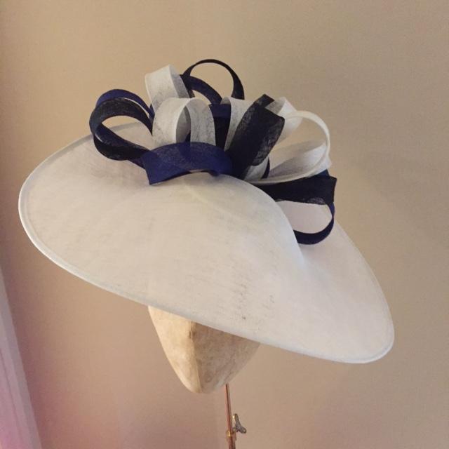 "Oxforshire 18"" Dish Hat"