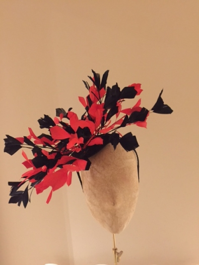 Hampshire Fascinator bu Hostie Hats