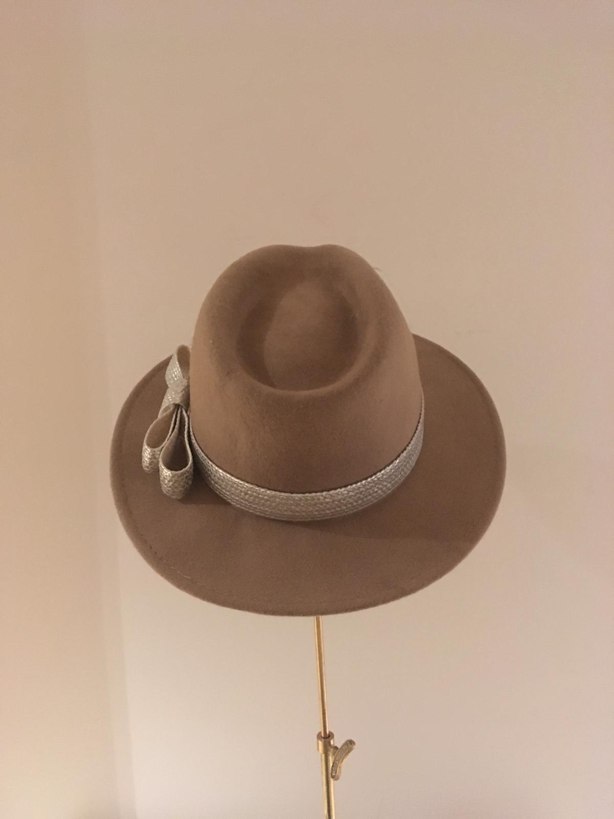 Sale Hat 32