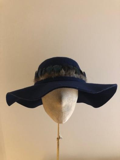 Sale hat 41