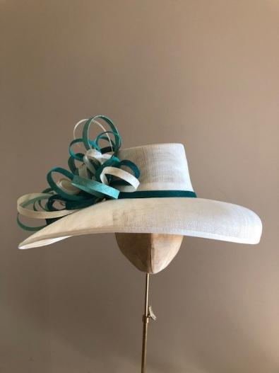 Sale hat 108