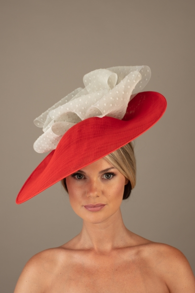 Beaune dish hat hostie hats