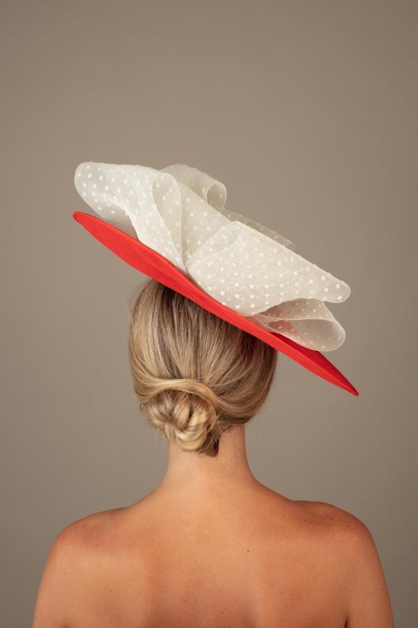 Beaune dish hat hostie hats