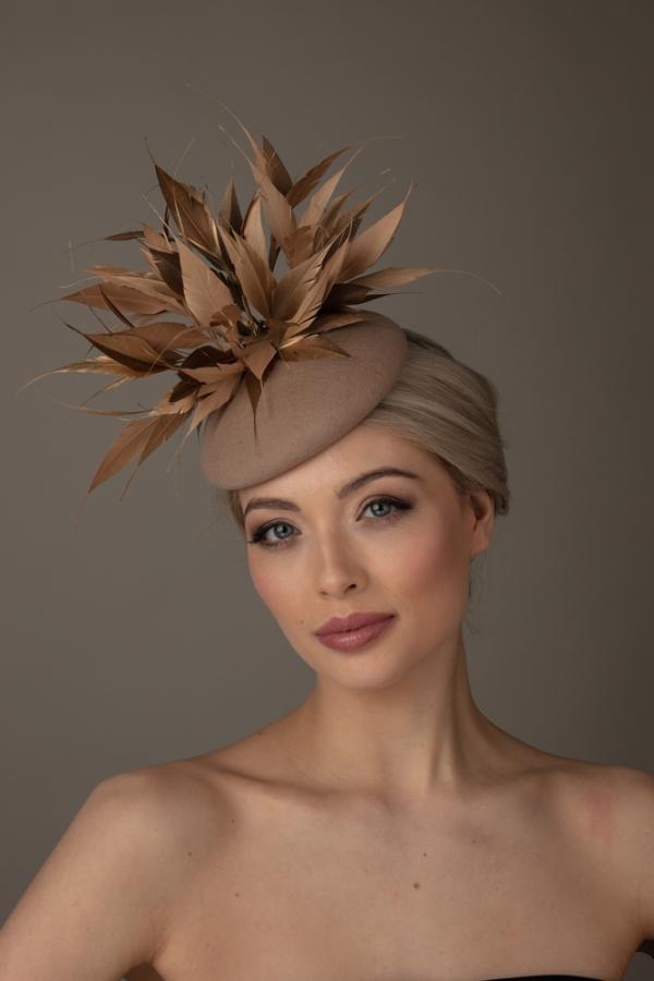 Dali Cocktail hat Hostie Hat